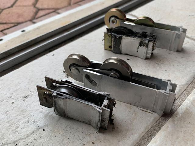 sliding-door-rollers-repair