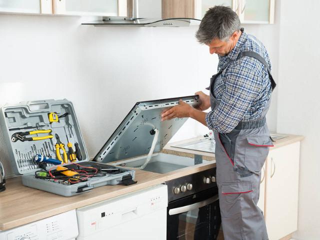 cooktop-repair-expert-technician