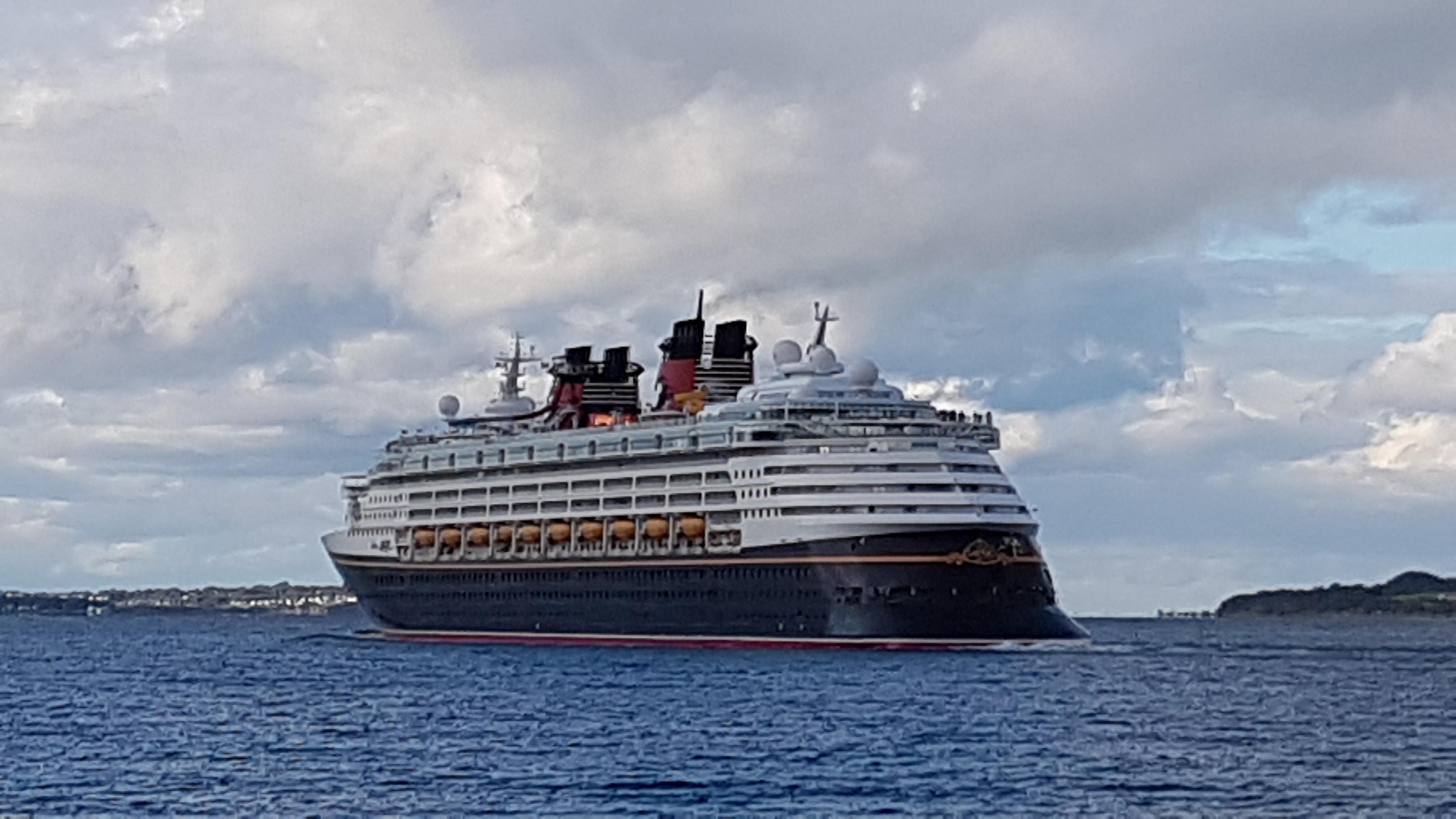 Disney Magic departing