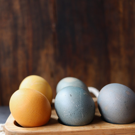Natural Dyed Eggs for Easter