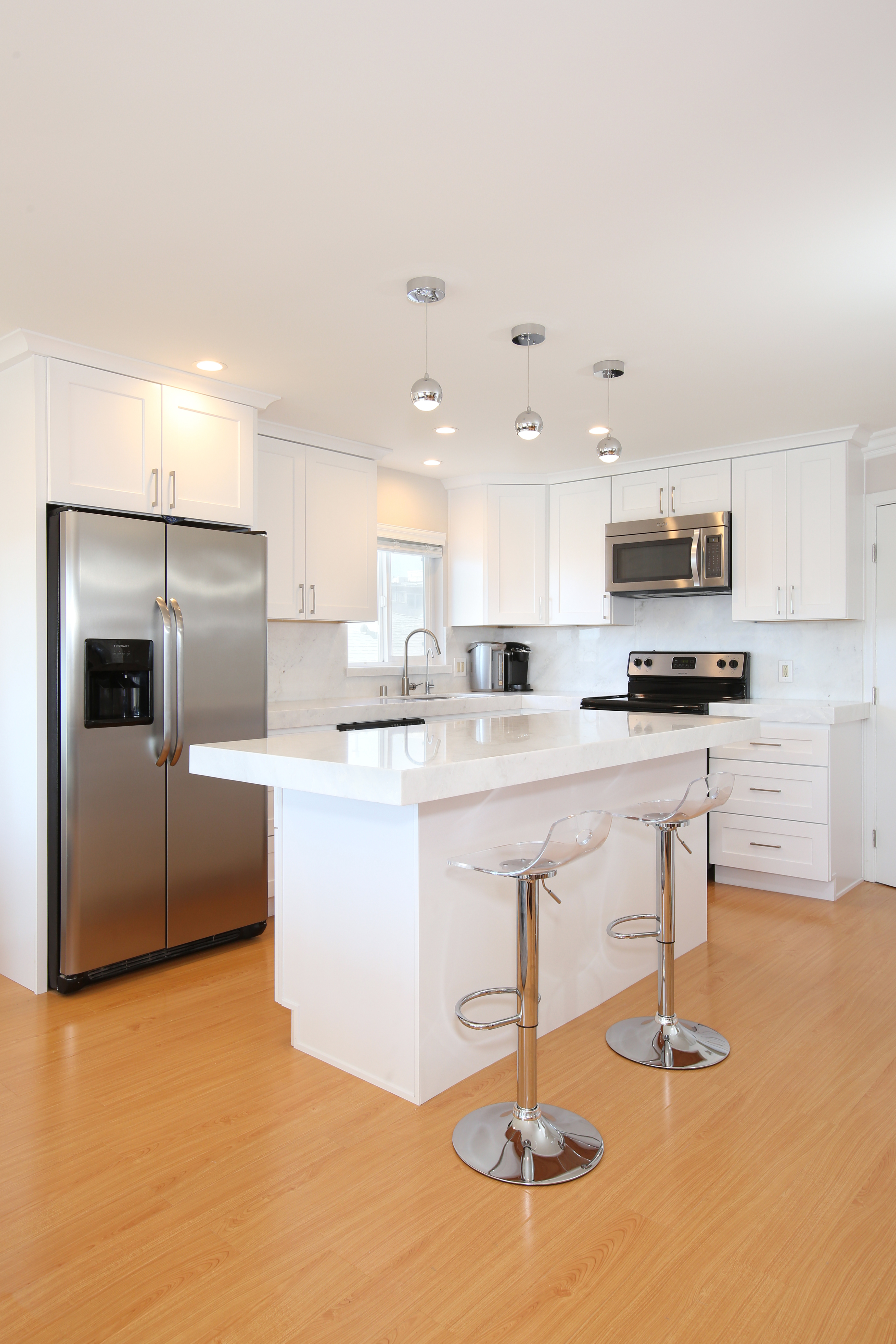 Contemporary_White_Kitchen