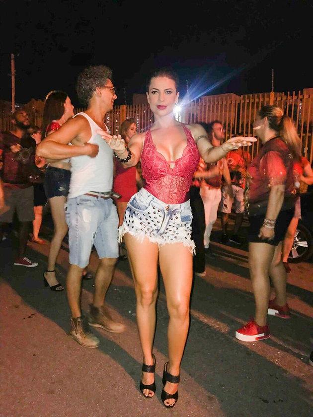 """4691446ed Cacau Colucci ensaia para o Carnaval e fala sobre sua fantasia """"Sexy ..."""