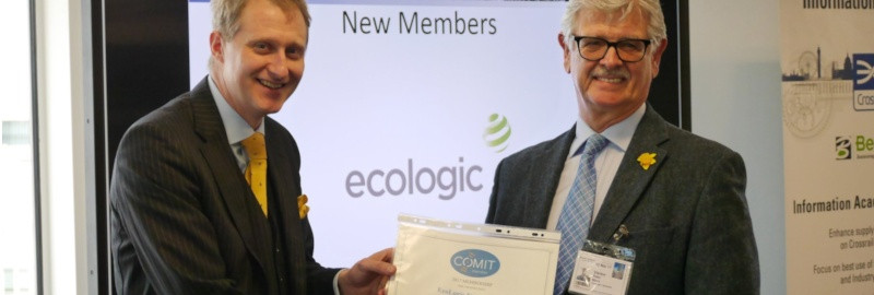 Iain Miskimmin presents COMIT membership to Peter Mavo of Ecologic Systems