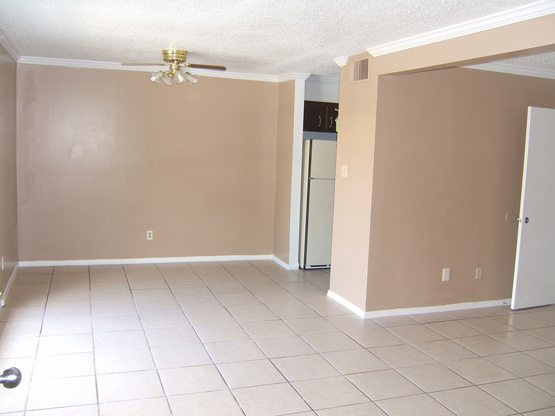 2 Bedroom Dinning and Living Area