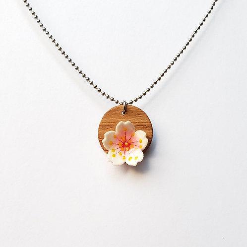 Colar Sakura (Flor de Cerejeira) - Designer Sandra Kuniwake