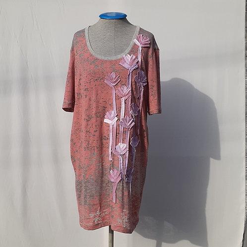 Vestido Camiseta 1 dúzia de Rosas - H-AL   Alexandre Linhares & Thifany F.