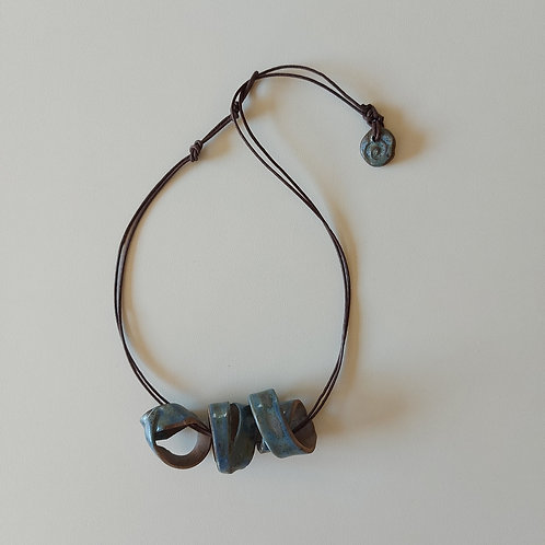 Colar Caracolas Azuis - OLA cerâmicas -  Ceramista Leomara Burgel