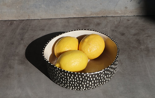 ROUNDED SERVING BOWL -black scratch