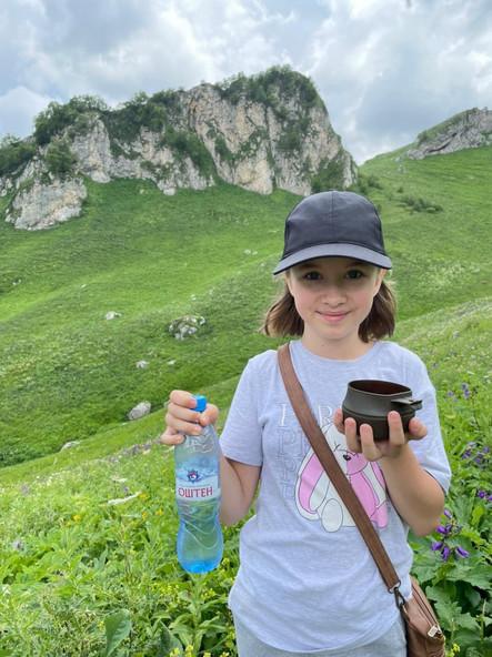 Татьяна на фоне пика Татьяны