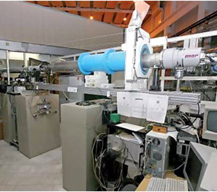 DIXI beamline at the Kurchatov Centre of Synchrotron Radiation (Moscow, Russia)