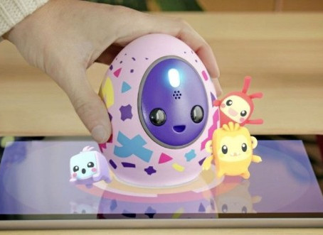 Melbits POD: a virtual pet and a real toy at the same time