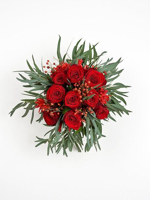 Bouquet de 7 roses rouges avec verdure