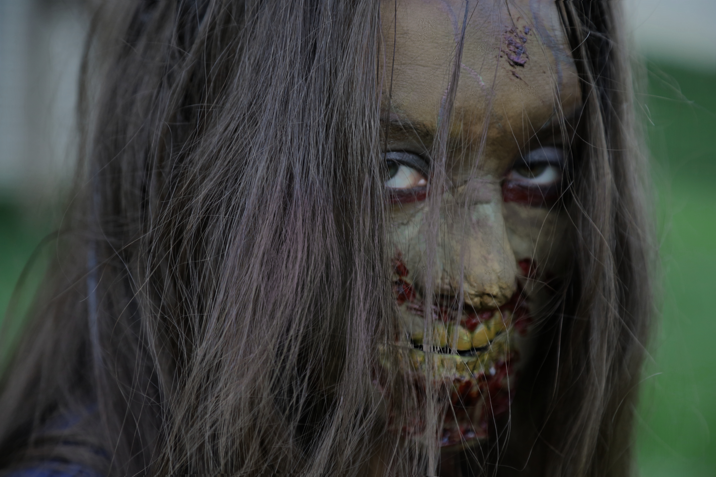 Stefani Zombie 002 - Undead Nightmare