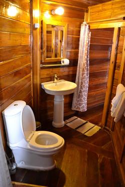 Chambre sur pilotis douche