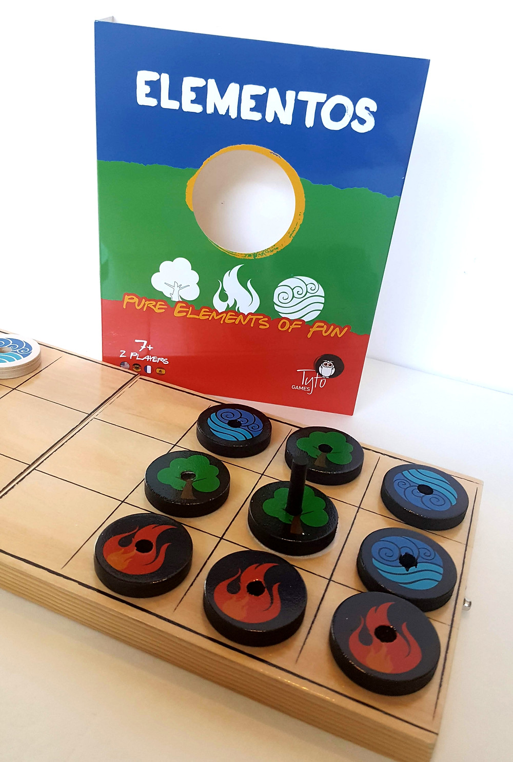 Elementos board game review | The object of the game is to get one of your wooden discs carrying the baton to touch your opponent's side of the board | Geeky Goodies boardgame reviews