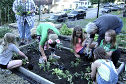 19-19 girl scouts at garden 015