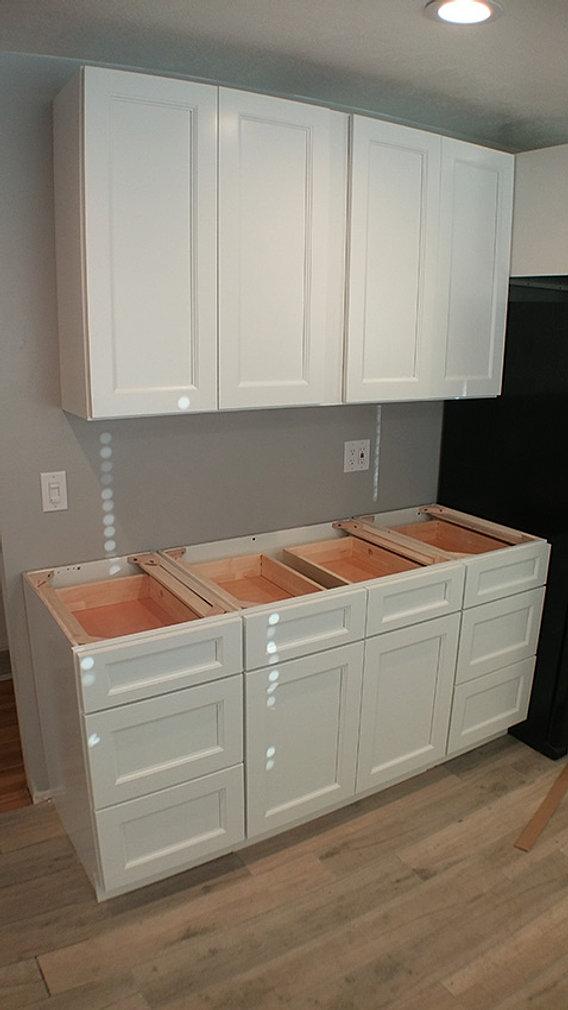 Uptown White Kitchen Cabinets Design Showroom