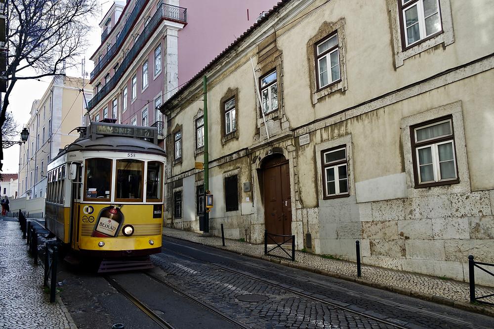 voyage portugal visiter lisbonne tramway