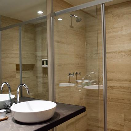 Master Guest room bathroom 1