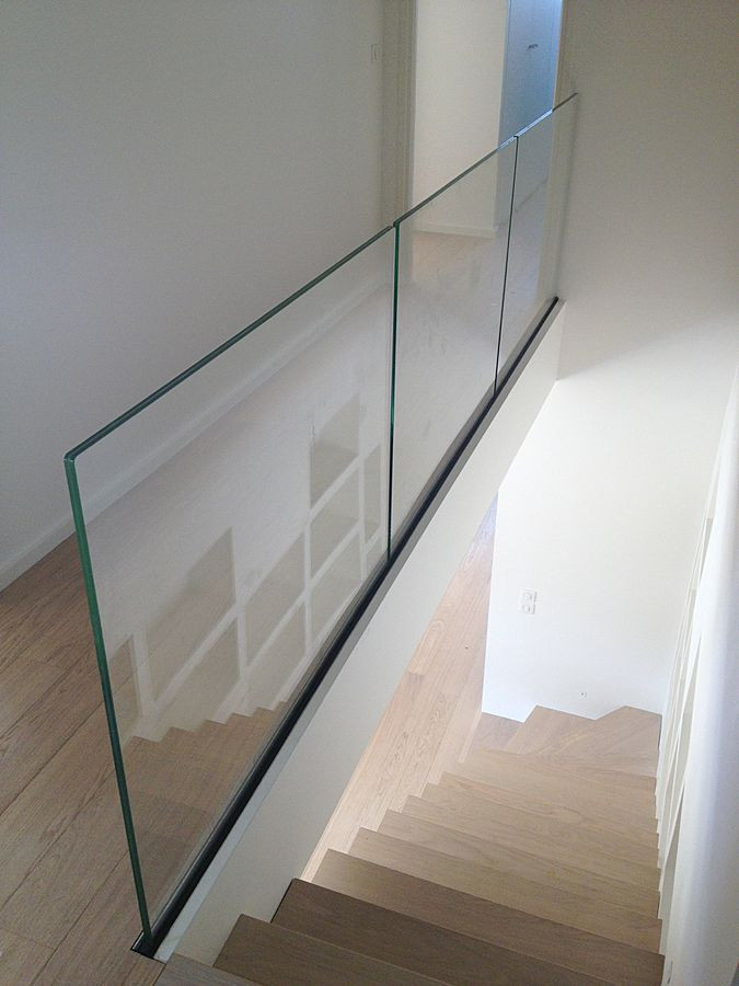 glass balustrade landing.jpg