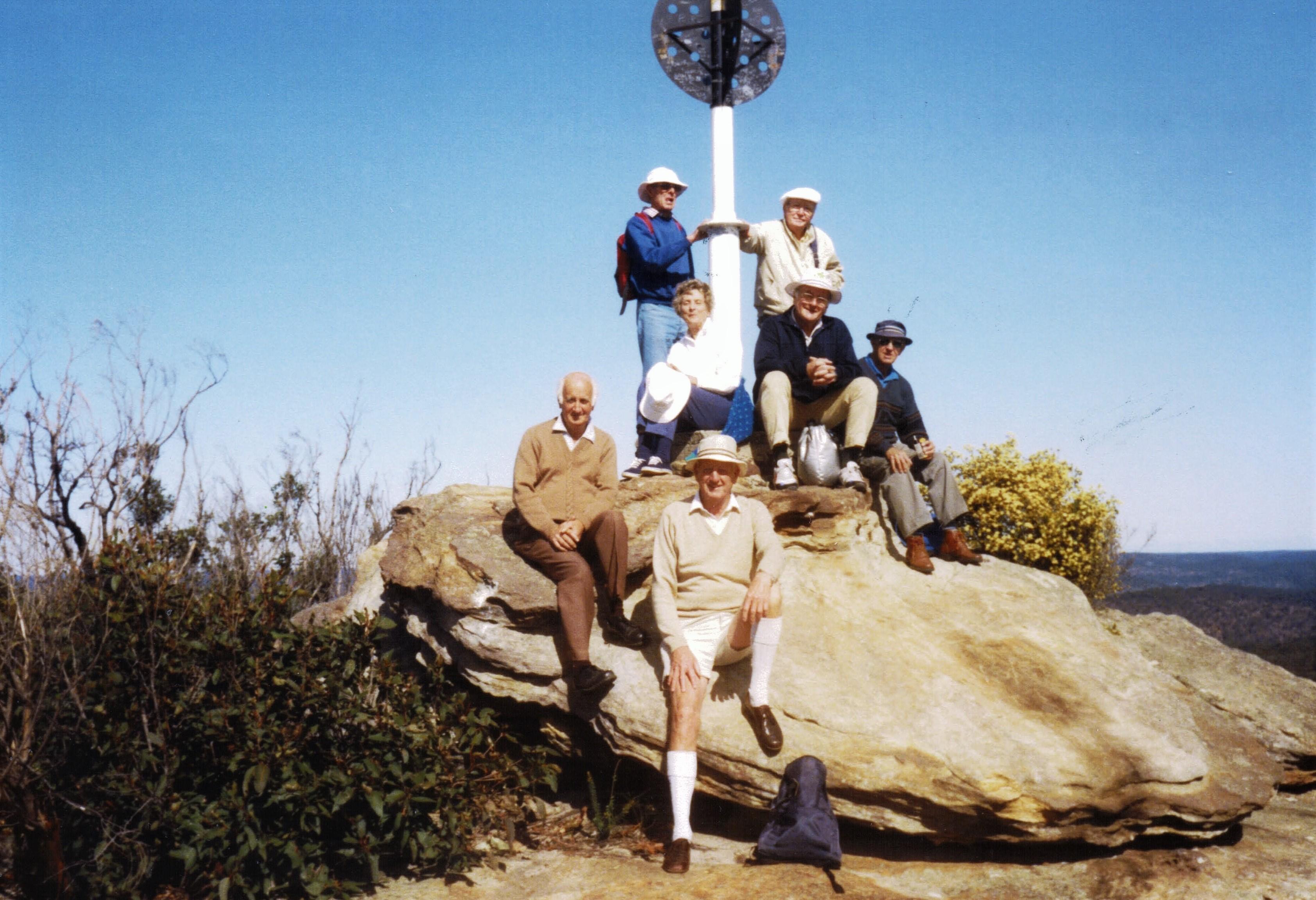 1992 Activities Bushwalkers at Wondabyne