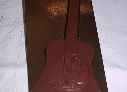 guitare en chocolat