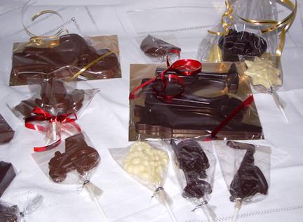 outils, moto, sucettes en chocolat