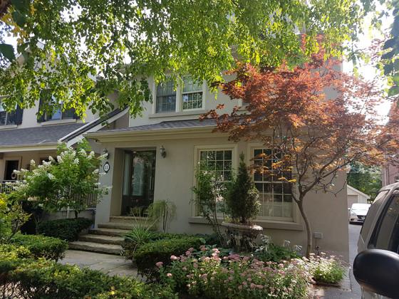Nice re-caulking job in Toronto. Beautiful house.