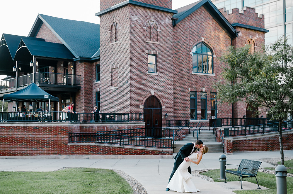 Your Wedding Venue says a lot about you and your style. Real CANAL 337 couple Katie & Scott snatch a smooch with the stunning backdrop of this Rustic Chic venue.