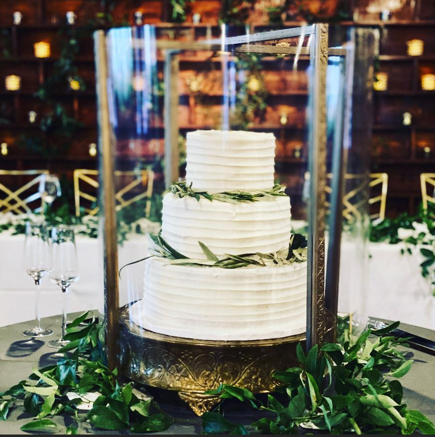Our attractive custom-made Cake Guards allow our couples to show of their stylish wedding cake without worrying about contamination.