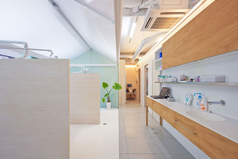 Dental-clinic-9-more-with-less-design-ma