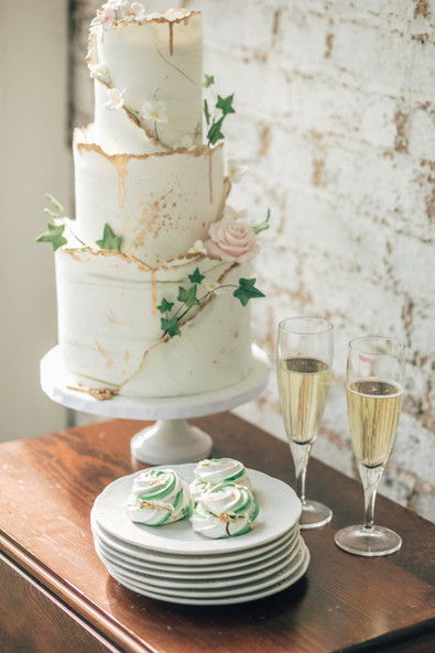 Enchanted Secret Garden Wedding cake