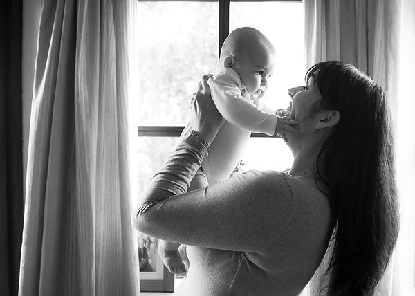 Session at home by Newborn and Family photographer Camila Lee