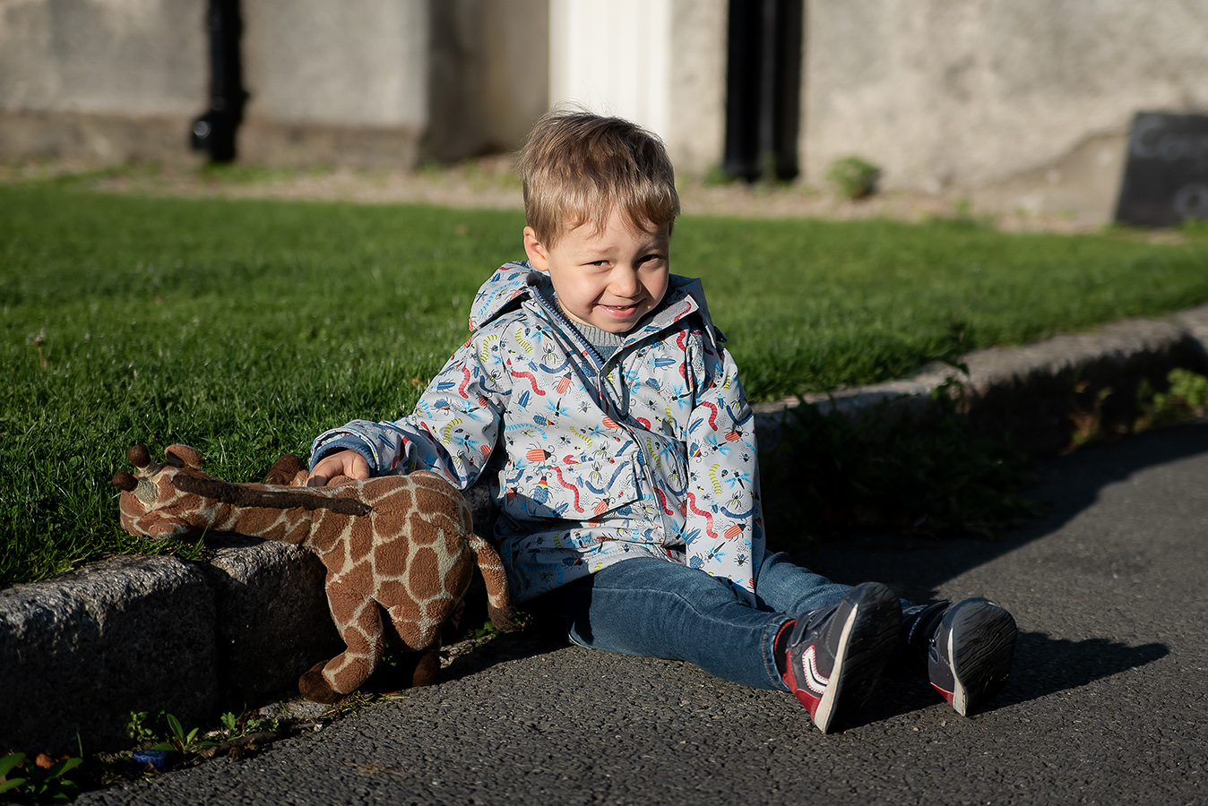 Boy sitting on the ground - Family Photoshoot at Marlay Park in Dublin by Camila Lee