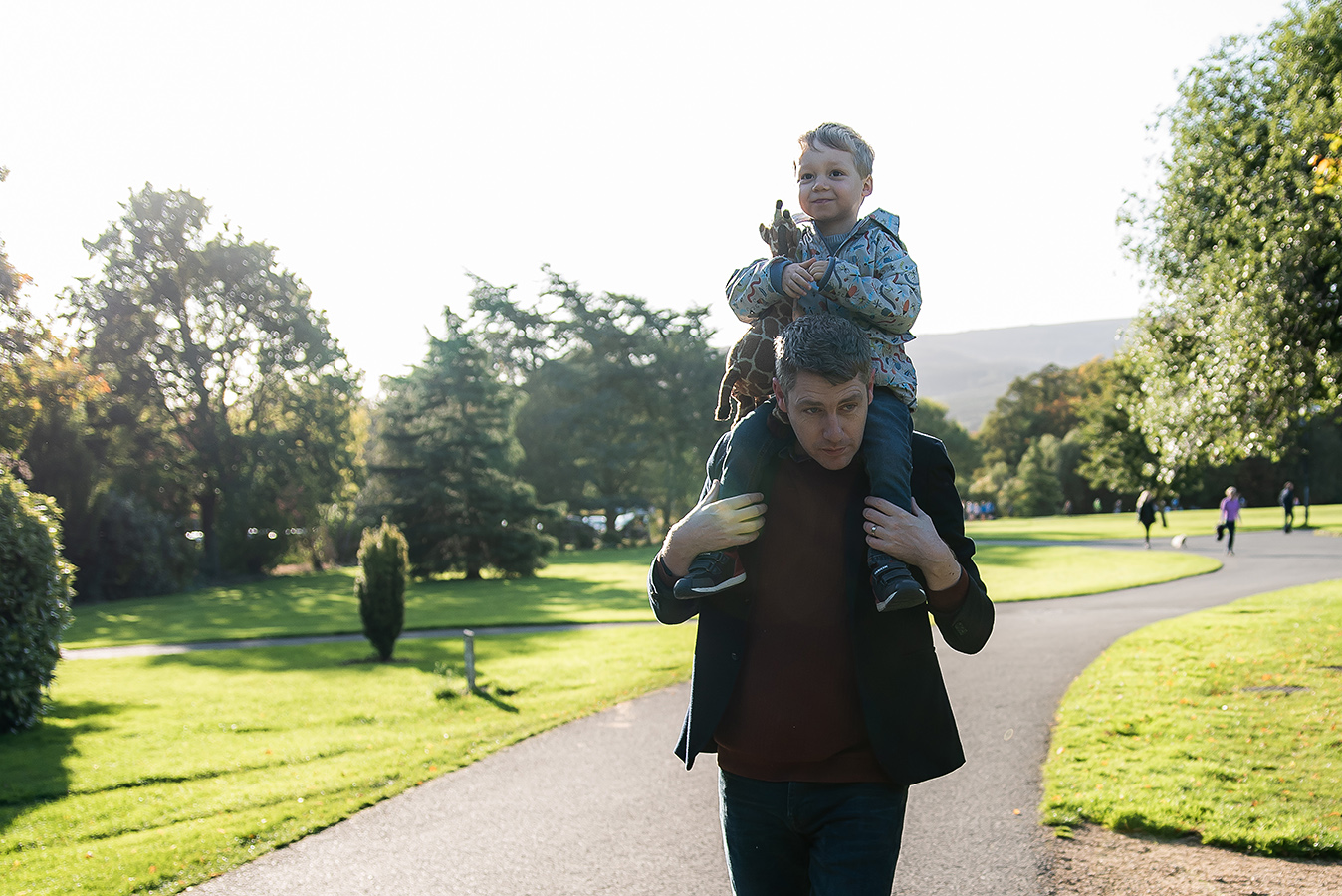 Boy on dad's shoulders - Family Photoshoot at Marlay Park in Dublin by Camila Lee