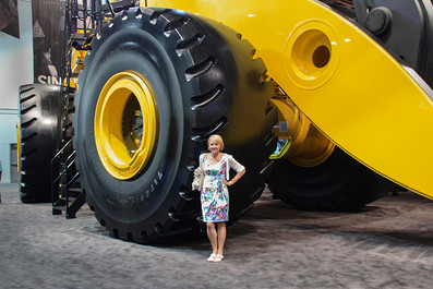Las Vegas Mining Expo - How to change that tire???