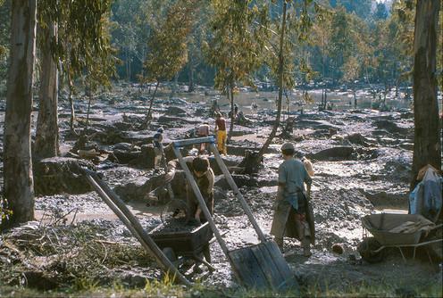 Chile - primitive coal mining