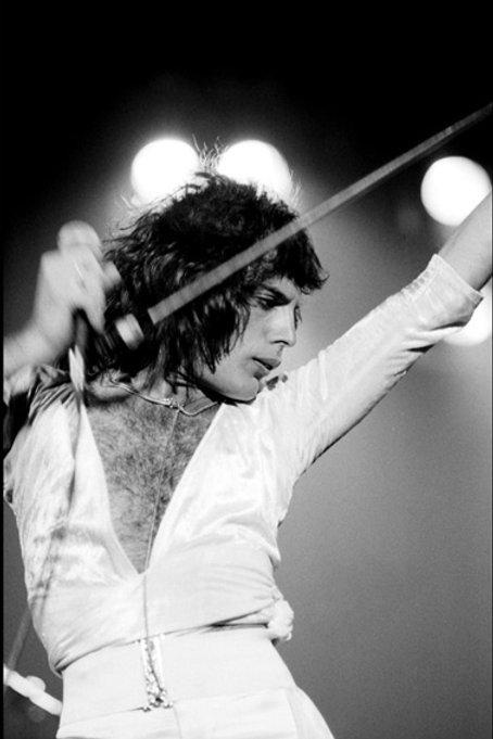 Queen-Freddie Mercury-1975- 018
