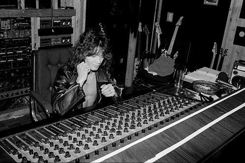 Van Halen - 043 - 1983 Eddie in Studio