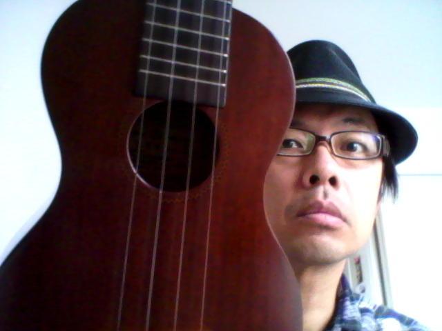 I play Ukulele like this.