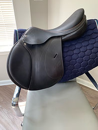 USED EXPRESSION JUMP SADDLE 17N, BROWN, +1 +2.5(W)