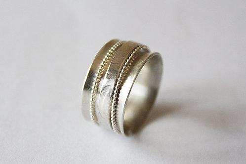 Ασημένιο δαχτυλίδι με φιλιγκράν λεπτομέρειες-Spiner Ring  D84