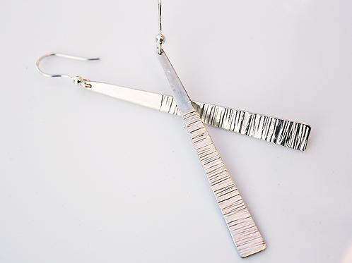 Ασημένια Μακριά ανάγλυφα σκουλαρίκια  EA17