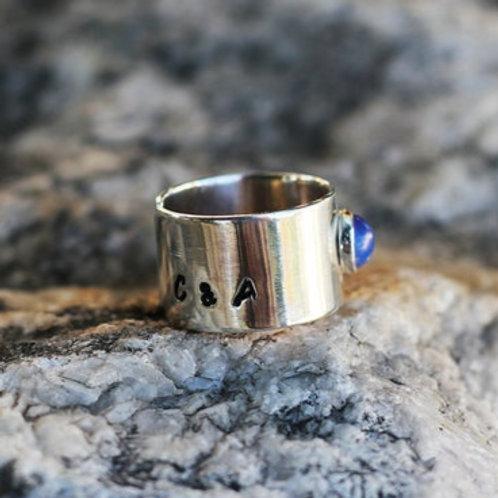 Ανοιχτό Ασημένιο δαχτυλίδι  με opal και αρχικά γράμματα  D34