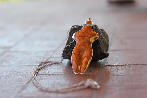 Ανάγλυφο Ασημένιο μενταγιόν,θηλυκότητα N11
