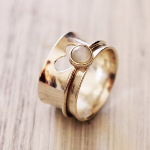 Ασημένιο δαχτυλίδι καρδιά με moonstone -spinner ring  D17