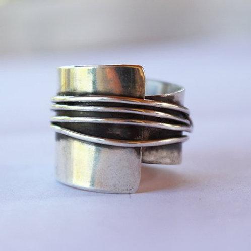 Ασημένιο ασύμμετρο δαχτυλίδι  D22