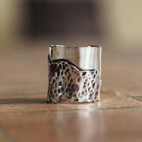Ανοιχτό  ασημένιο σφυρήλατο δαχτυλίδι D35