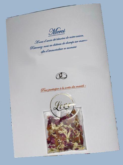 Sachet de fleurs séchées collé au dos du livret de messe de mariage