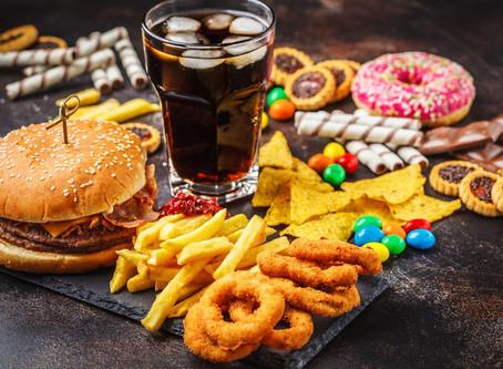 Aumentar preços de alimentos ultraprocessados pode ajudar no combate à obesidade